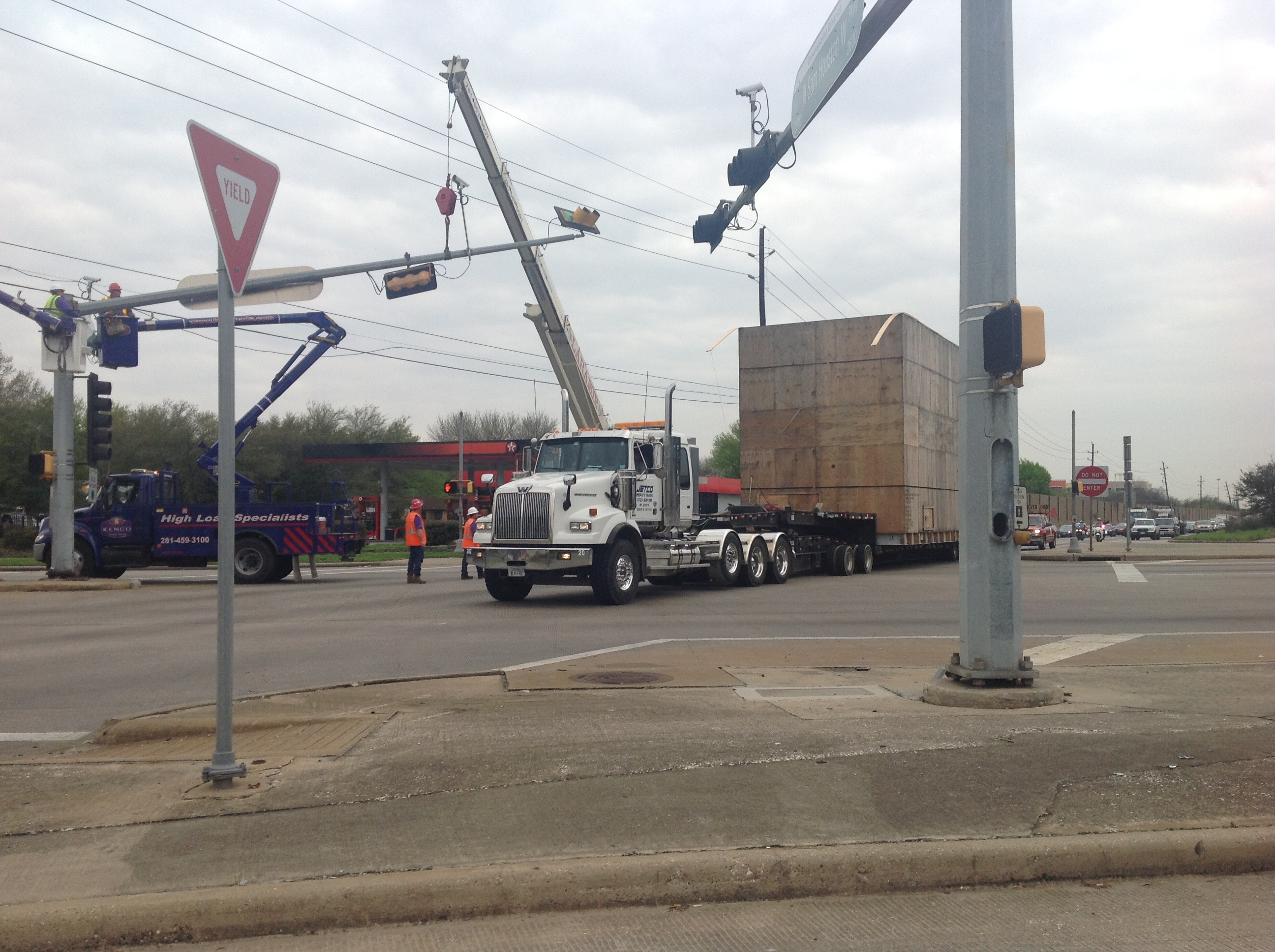 Breaking News! New Bucket Truck Regulations for High Loads in Houston District.